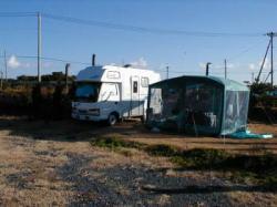 キャンプ場は海沿い