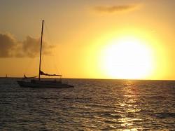 前浜ビーチに沈む夕日